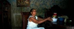 Milinia Lopez, 65 ans, chez elle. Les habitants du quartier précaire et vulnérable aux inondations de la Barquita vont être relogés à la Nueva Barquita grâce à un programme financé par l'AFD. Saint-Domingue Est, République Dominicaine. 9 septembre 2015. ©Benjamin Petit/AFD